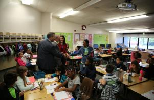 P-H-M Board Pres. Gary Fox & Supt. Dr. Jerry Thacker visit Ms. Davis' 4th grade class (8/25/17)